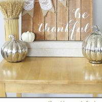 Try these Thanksgiving crafts for adults to make your holiday even more special.Give thanks the DIY way with these Thanksgiving craft ideas that double as decorations, including centerpieces, place cards, and more. Thanksgiving Crafts, Thanksgiving Decorations, Fall Decorations, Thanksgiving Pictures, Autumn Crafts, Thanksgiving Table, Pallet Crafts, Wood Crafts, Cute Diy Projects