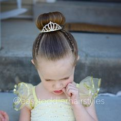 """397 curtidas, 18 comentários - Tiffany ❤️ Hair For Toddlers (@easytoddlerhairstyles) no Instagram: """"Her hair had to be up in a bun for the recital. We added two tiny lace Dutch braids to add some…"""""""