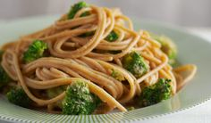 Asian Noodles with Peanut Butter Sauce- Frozen veggies add a nutritious, delicious bite to this dish Peanut Sauce Noodles, Peanut Butter Sauce, Entree Recipes, Vegetarian Recipes, Healthy Cooking, Cooking Recipes, Cooking Tips, Cilantro, Asian Noodles