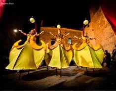 En Cosmos todo es armonía, espíritu y materia se unen para crear la más extraordinaria obra de arte de todos los tiempos. Un espectáculo sin fronteras , donde los elaborados trajes están inspirados en los pueblos y culturas que viven en el planeta Tie...