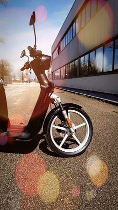 Il futuro della mobilità urbana! #askoll #es1 # scooter #elettrico #scooterelettrico # green #ecologico #risparmio