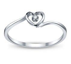 Elegant and simple heart diamond ring.