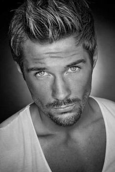 Men with facial hair. Beautiful Eyes, Gorgeous Men, Beautiful People, Trendy Mens Hairstyles, Haircuts For Men, Trendy Haircuts, Mens Mid Length Hairstyles, Gray Hairstyles, Haircut Men