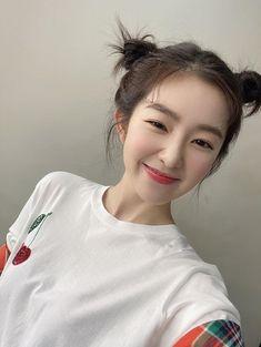 Seulgi, South Korean Girls, Korean Girl Groups, Irene Red Velvet, Girl Bands, Kpop Girls, Bae, T Shirts For Women, Instagram