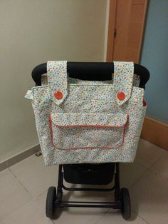 A ratitos perdidos: Once proyectos para 2013: bolsa para el carro. Baby Sewing Projects, Sewing For Kids, Free Sewing, Doll Carrier, Patchwork Baby, Baby Kind, Baby Crafts, Baby Accessories, Organizer
