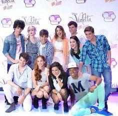 en mexico Violetta And Leon, Violetta Live, Disney Channel Shows, Disney Shows, Series Movies, Tv Series, Best Friens, Netflix Kids, Sofia Carson