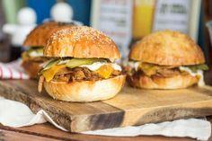 A legszaftosabb pulled pork szendvics Pulled Pork, Hamburger, Slow Cooker, Pizza, Chicken, Ethnic Recipes, Foods, Drink, Street