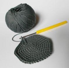 1000 images about si j 39 tais un objet en crochet on pinterest crochet crochet converse. Black Bedroom Furniture Sets. Home Design Ideas