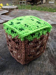 Cadeau Geek, bloc de terre du jeu Minecraft. Incroyable à mettre sur le balcon ou dans votre jardin, cadeau original. #minecraft