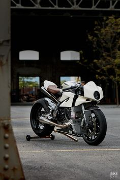 Ducati Motorcycles, Cars And Motorcycles, Ducati Cafe Racer, Cafe Racers, Modern Cafe Racer, Bmw Boxer, Street Tracker, Ducati Monster, Motorcycle Outfit