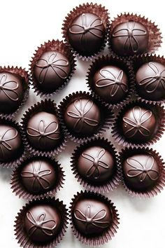 These divine little chocolate bites can be found at French Broad Chocolates in downtown Asheville. Stop in and stock up at this delightful chocolate shop; then enjoy a hot chocolate in the Chocolate Lounge. Chocolate Dreams, Death By Chocolate, I Love Chocolate, Chocolate Heaven, Chocolate Shop, Like Chocolate, Chocolate Factory, Chocolate Coffee, Chocolate Truffles