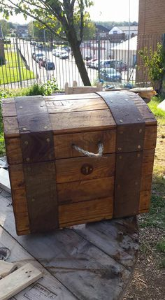 Treasure Chest Out of Repurposed Pallet Wood Pallet Boxes & Pallet Chests                                                                                                                                                                                 More