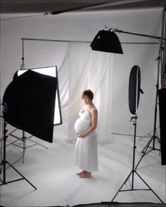Lighting Maternity Portraits  One day!! I will have a set up like this in my studio!!