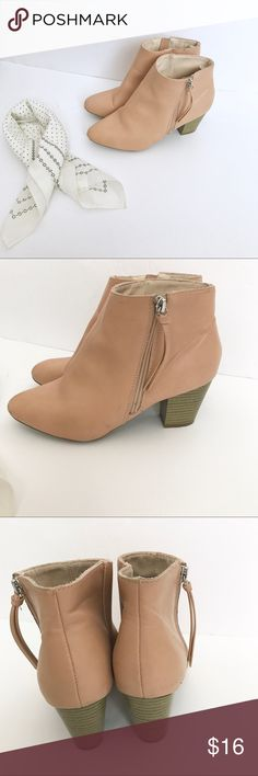 Blush Pink Booties Blush pink/ Nude ankle boots from old navy, in preloved condition, a few marks/scratches, but nothing super noticeable and still have a lot of wear left in them. Perfect for fall and would look super pretty in the spring time! Old Navy Shoes Ankle Boots & Booties