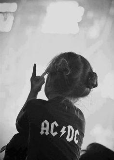ACDC, rock, and music image Cute Kids, Cute Babies, Funny Kids, El Rock And Roll, Rock And Roll Bands, Estilo Rock, We Will Rock You, Crazy Kids, Rockn Roll