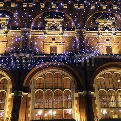 Illuminations devant le musée des Augustins à Toulouse / Christmas lightings in Toulouse France © L. De Azevedo #visiteztoulouse