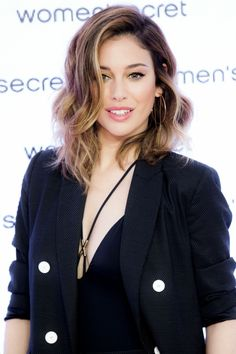 Blanca Suarez at the Women Secret Swimwear Photocall Madrid April, Celebrity Hairstyles, Hairstyles Haircuts, Pretty Hairstyles, Pelo Color Caramelo, Color Del Pelo, Cabello Hair, Celebs, Celebrities, Balayage Hair