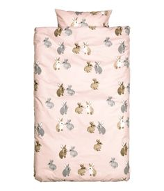 Duvet cover set in cotton fabric with a printed pattern. Thread count 144. One pillowcase.