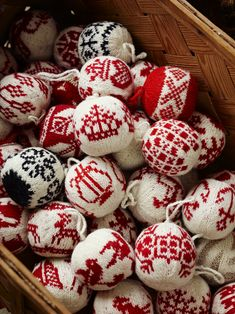More Christmas balls by Arne & Carlos, oftewel kerstballen breien! Knitted Christmas Decorations, Knit Christmas Ornaments, Noel Christmas, Scandinavian Christmas, Christmas Knitting, Christmas And New Year, All Things Christmas, Christmas Sweaters, Christmas Crafts