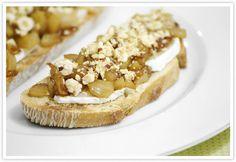 Tosta de Pera Caramelizada con Queso de Cabra y Avellanas