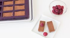 Mini velvety chocolate cheesecake bites make the perfect finish to any dinner—and they freeze very well. Menu Desserts, Healthy Dessert Recipes, No Bake Desserts, Easy Desserts, Dessert Simple, Valentines Day Food, Wise Foods, Epicure Recipes, Cooking Dishes