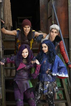 Dove Cameron, Booboo Stewart, Sofia Carson, Cameron Boyce Beyond The Descendants, Descendants Pictures, Dove Cameron Descendants, Descendants Characters, Disney Channel Movies, Disney Channel Descendants, Sofia Carson, Stefan Raab, Mal And Evie