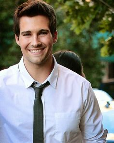 Hey I'm James! Single. I'm in love with Vanessa. I play James on Big Time Rush. Introduce?