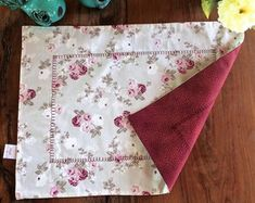 Fabric Crafts, Sewing Crafts, Sewing Projects, Cute Baby Girl Outfits, Ideas Hogar, American Rag, Table Linens, Tea Towels, Decoration