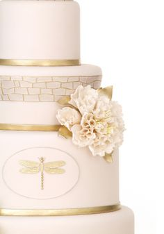 prettie-sweet:  (via Carmen's Dreamy Pink & Gold Dragonfly Cake » Love Notes Wedding Blog) Source: pacificweddings.com