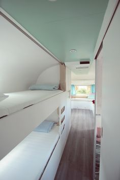 Excellent Airstream Interior Design Ideas To Copy Asap 46 - Wohnwagen Airstream Decor, Airstream Living, Airstream Campers, Airstream Remodel, Airstream Renovation, Airstream Interior, Vintage Airstream, Trailer Remodel, Vintage Travel Trailers