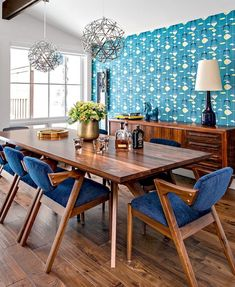 Teal and blue mid century modern cabin dining room decor - I spot a vintage Lotte lamp! room design blue Loud hits of colour take mid-century modern design to lively new heights Mid Century Modern Dining Room, Modern Dining Chairs, Mid Century Modern Design, Dining Room Furniture, Dining Room Table, Mid Century Dining Table, Furniture Ideas, Mid Century Modern Wallpaper, Furniture Removal