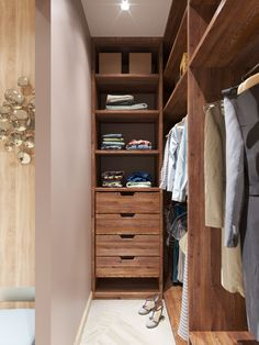 Wardrobe Room, Wardrobe Design Bedroom, Master Bedroom Closet, Small Room Bedroom, Narrow Closet Design, Closet Designs, Closet Renovation, Closet Remodel, Closet Layout