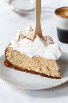 Cappuccino cheesecake in 2019 Tart Recipes, Sweet Recipes, Baking Recipes, Latte Art, Cheesecakes, Nespresso, Salty Cake, Fruit Tart, Pie Cake