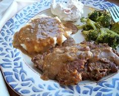 Round Steak and Gravy Recipe--Recipe for Bottom Round Steak--if not tenderized, beat with a meat mallet. Bottom Round Steak Recipes, Easy Steak Recipes, Meat Recipes, Cooking Recipes, Swiss Steak Recipes, Burger Recipes, Quick Recipes, Easy Cooking, Yummy Recipes