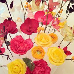 Muitas flores de açúcar para os bolos deste final de semana!!! Adoro colorido!! #flores #floresdeaçúcar #colorido #bolos #carolmelo #bolocarolmelo #carolmelodoces by carol_melo_doces