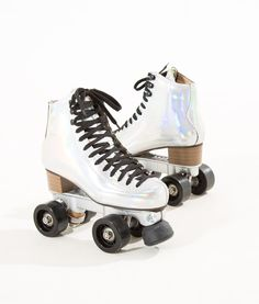 Anything iridescent works for me Roller Skate Shoes, Quad Roller Skates, Roller Disco, Roller Derby, Roller Skating, High Top Sneakers, High Heels, Skate Girl, Cute Shoes