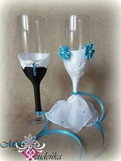 Lindas copas decoradas para los novios, vía Facebook.