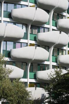 Créteil les Choux - Réhabilitation et transformation d'un immeuble de logements - Construit en 1970 par l'architecte Gérard Grandval Architecture, Towers, Decoration, Balcony, Art Photography, Design Inspiration, House Design, Future, Building