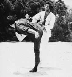 Bruce Lee Chuck Norris, Action Icon, Way Of The Dragon, Bruce Lee Photos, Ip Man, Brandon Lee, Martial Artists, Batman Art, Man Photo
