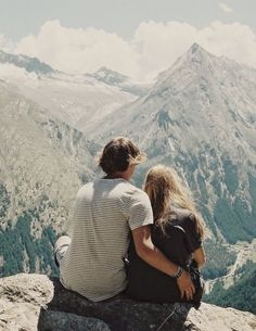 Contemplation of the mountains in silence with you, to keep silence and be in peace, harmony and love.❤