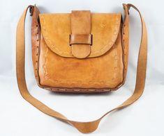 5d30e47ddf Sac en cuir brun vintage avec des fixations en cuir. Cartable - sacoche -  Porte