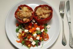 Stuffed peppers with salad. Baked Potato, Chili, Healthy Lifestyle, Potatoes, Salad, Stuffed Peppers, Healthy Recipes, Baking, Ethnic Recipes