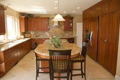 Traditional Medium Wood-Golden Kitchen Cabinets #54 (Kitchen-Design-Ideas.org)