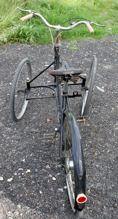 1936 (approx) Kendrick TWS Tricycle I like models that 'buck the trend' and particularly rare ones such as this Kendrick. Though various early tricycle designs followed the TWS (two-whe…