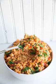 Vegan Smoky Spanish Rice & Chickpeas from @kitchenmagpie