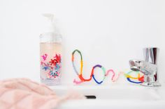 Glitterzeep - Wereld Toilet Dag   Wimke   DIY   Recepten   Uittips