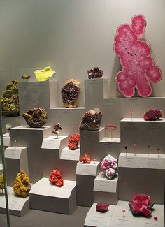 rock collection - I like the arrangement of the display Minerals And Gemstones, Crystals Minerals, Rocks And Minerals, Stones And Crystals, Crystal Collection Display, Rock Collection, Crystal Room, Rock Crafts, Gem Crafts