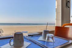 Salle de petit déjeuner vue sur mer