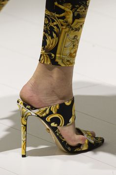 Classic Versace - Spring 2018...and this little piggy wouldn't behave!