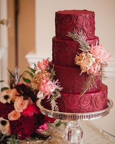 This rich wine hue gained popularity among brides. Due to the saturated color of Marsala cake will be center of the table and attract the attention of your guests. Do not be afraid to use Marsala. Wedding Cake Images, Beautiful Wedding Cakes, Gorgeous Cakes, Wedding Cake Designs, Pretty Cakes, Amazing Cakes, Red Wedding Cakes, Wedding Unique, Red Cake